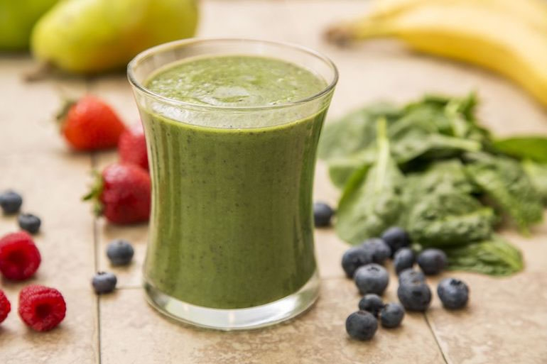 Green smoothie using Tonic Alchemy green smoothie recipe